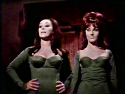 Aura and Veria in 'Las Vampiras'